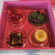 かわいい箱に入ってくる4種のデザート