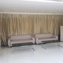 ガーデンチャペル向かいのソファー