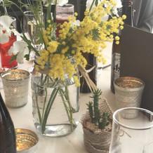 テーブルの上のお花たち。