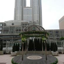 都庁が目の前のカリヨン広場