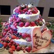 イチゴたくさんのケーキ
