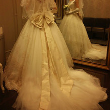 ウェディングドレス プリンセスの後ろ