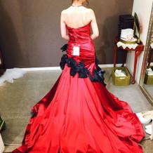 マーメイドラインの赤ドレス