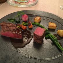 左がオリーブ肉、右が神戸牛