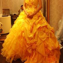 カラードレス 黄
