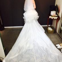 マーメイドラインの白ドレス