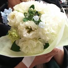 ブーケトスの花