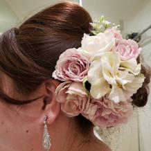 披露宴で使用したイヤリングと花の飾り