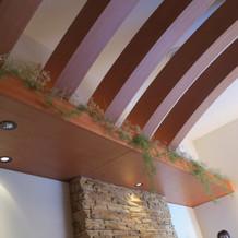 天井とサイドの照明