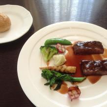 試食のお肉料理、美味