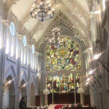 大聖堂正面、ステンドグラス