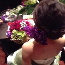 カラーの花をイメージしたドレス