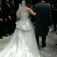 後ろ姿が綺麗なドレス