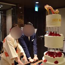 友人夫婦によるケーキ入場