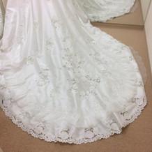 ドレス裾、試着室(女性)