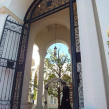 入り口の凱旋門