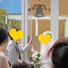 挙式後、鐘を鳴らす演出