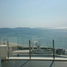 海が 真っ青で とてもキレイ