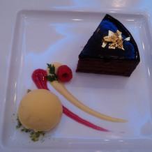 フランボワーズ風味のチョコレートケーキ