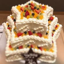 ケーキは入籍日に因んで七夕の星形。