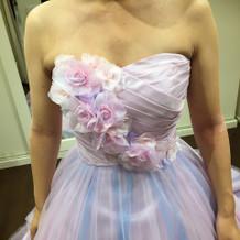 淡い紫のドレス