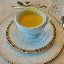 白タピオカ入りのカボチャのスープ
