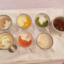 スープの試食。種類の多さにビックリ。