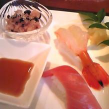 最後にお寿司とお赤飯