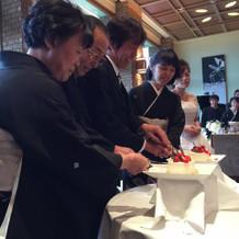 両家両親によるケーキ入刀と久々バイト