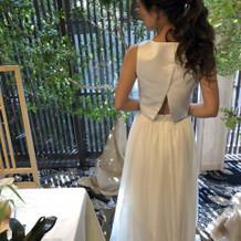 シンプルなセパレートドレスをもちこみ。