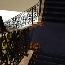 挙式会場からの階段1