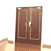入場時の扉