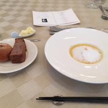スープなのに泡と金粉がオシャレでした。