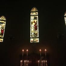 ステンドグラスと照明が綺麗