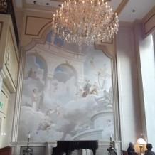 ガーデンテラスの天使の壁画