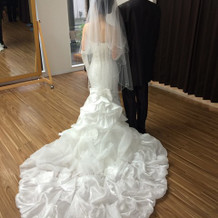 提携ショップのドレス。