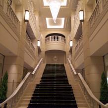式場入ると正面に階段があります。