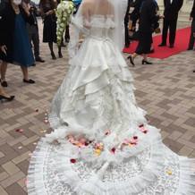 式場の雰囲気に合う素敵なドレスでした