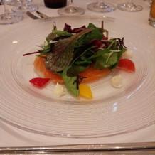 前菜。ノルウェーサーモンのカルパッチョ