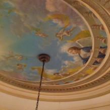 前撮りプランの天井のフレスコ画