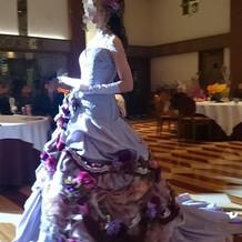 ドレスショー。