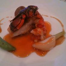 オマールエビと魚の料理
