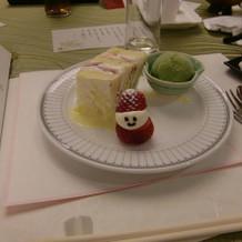 ウェディングケーキも食べられました。