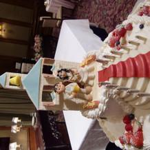ケーキの作成も実演でした
