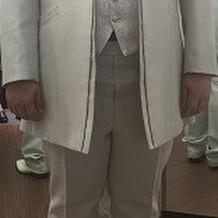 新郎衣装 お色直しはタイを蝶ネクタイに