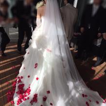 ウェディングドレスは15万円のプラン内