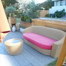待合室の外のソファー