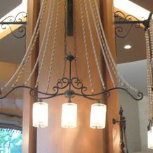 披露宴会場のユニークな照明