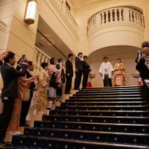 大階段で全員で写真が撮れます