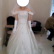 見積もりの範囲より高かったドレス